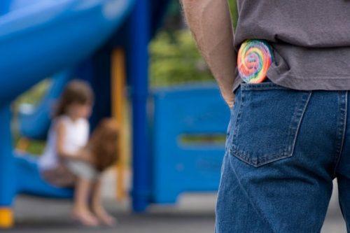 Enseña a tu hijo a evitar riesgos con extraños (segunda parte)