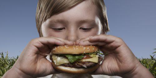 ¿Es bueno o malo que mi hijo coma carne?
