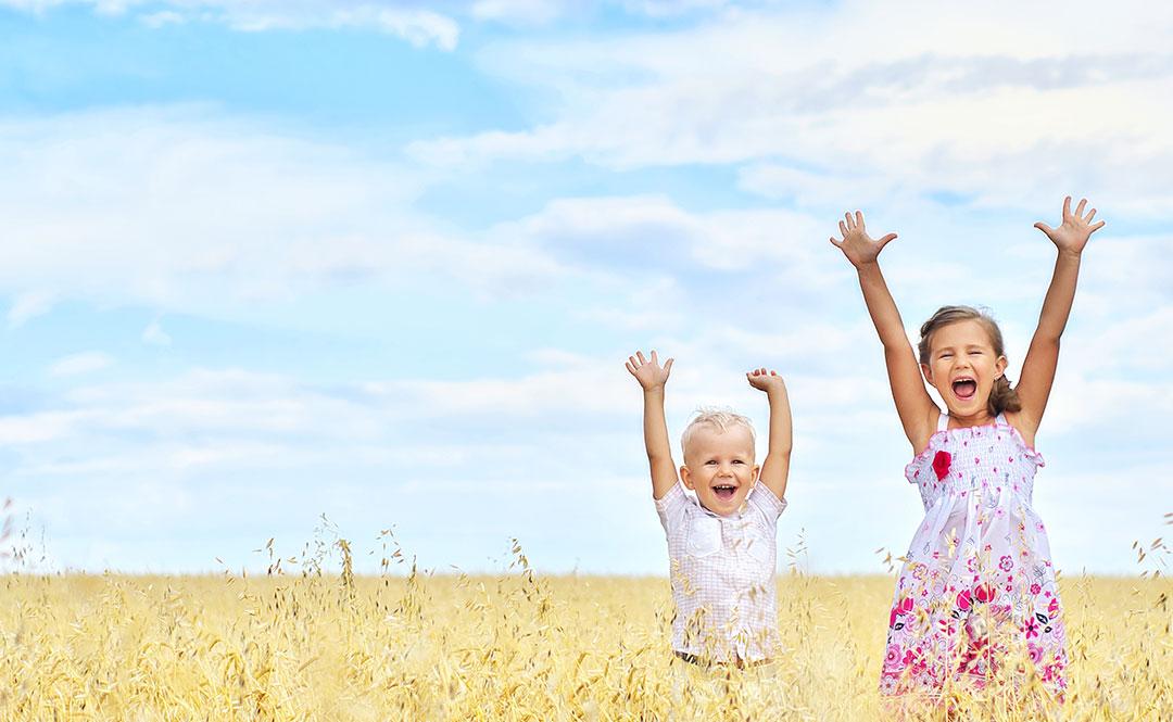 Seis claves para la felicidad que debes enseñarles a tus hijos