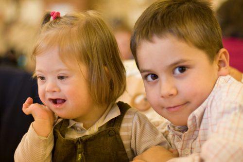 Los hermanos de niños especiales tienen sus propias necesidades