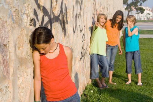 ¿Cómo puedes ayudar a tu hijo a enfrentar las burlas?