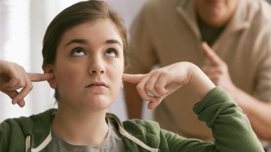 ¿Por qué tu hija adolescente te voltea los ojos?