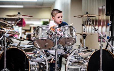 Por qué es tan bueno que tu hijo quiera ser baterista