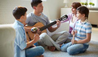 Mejora la relación con tu hijo cantando y oyendo música