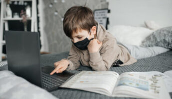 ¿Cómo ayudar a tu hijo a concentrarse mejor en sus clases virtuales?